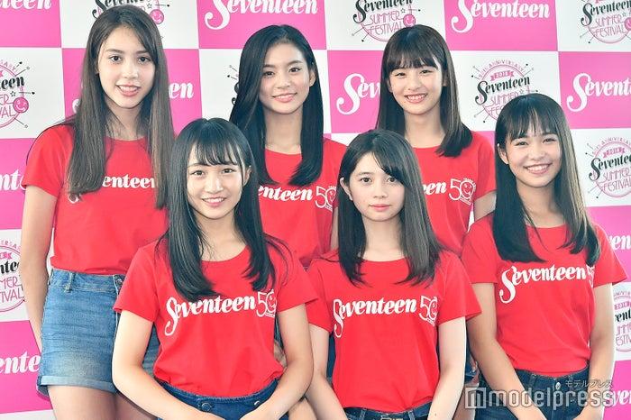 前列左から:山本彩加、桜田ひより、大友樹乃、後列左から:髙橋アリス、永瀬莉子、出口夏希(C)モデルプレス