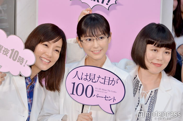 (左から)水川あさみ、桐谷美玲、ブルゾンちえみ/「人は見た目が100パーセント」会見より(C)モデルプレス