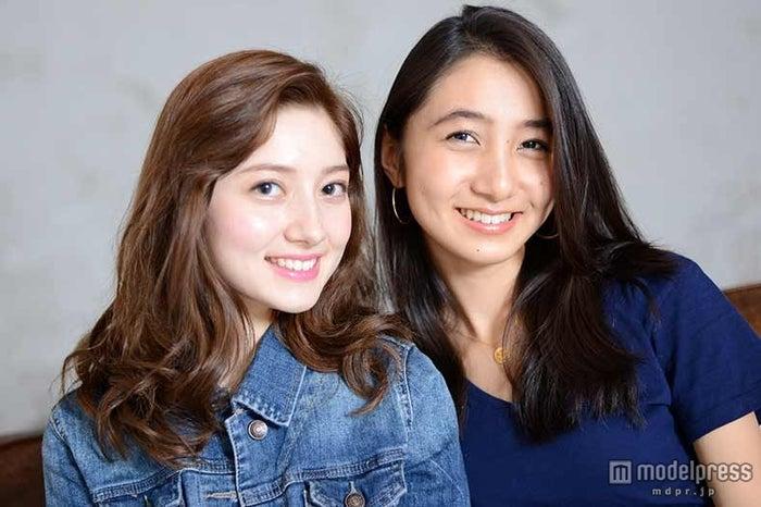 (左から)特別賞のティファニー春香、近藤カコ
