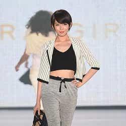 モデルプレス - 光宗薫、美くびれチラ見せ 引き締まったスタイルに観客釘付け