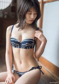 森崎はるか(C)佐藤佑一 /ヤングマガジン