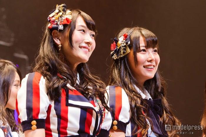NMB48 10thシングル表題曲(タイトル未定)でWセンターをつとめる(左から)矢倉楓子、白間美瑠(C)NMB48【モデルプレス】