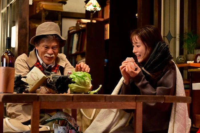 橋本じゅん、石原さとみ 「恋はDeepに」第4話より(C)日本テレビ
