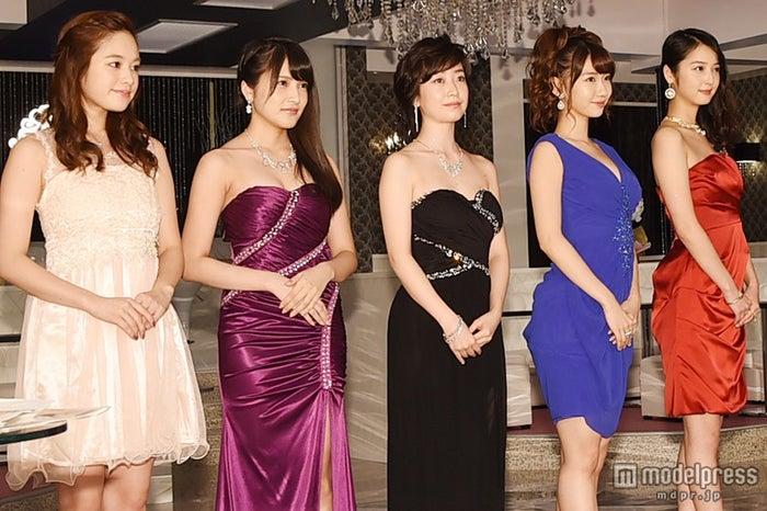 左から:筧美和子、入山杏奈、黒川智花、柏木由紀、佐々木希