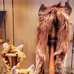 ビーストのマフラー、ヘアバンド/ニューファンタジーランド「ビレッジショップス」の新グッズ (C)モデルプレス (C)Disney
