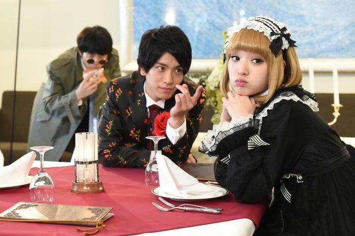 太賀、黒羽麻璃央、剛力彩芽/ドラマ「レンタルの恋」第9話より(C)TBS