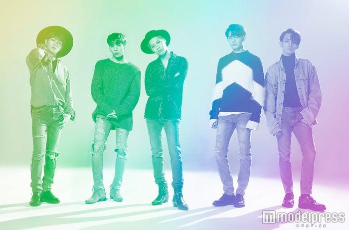 インタビューに応じたSHINee(左から)オンユ、ジョンヒョン、テミン、ミンホ、キー