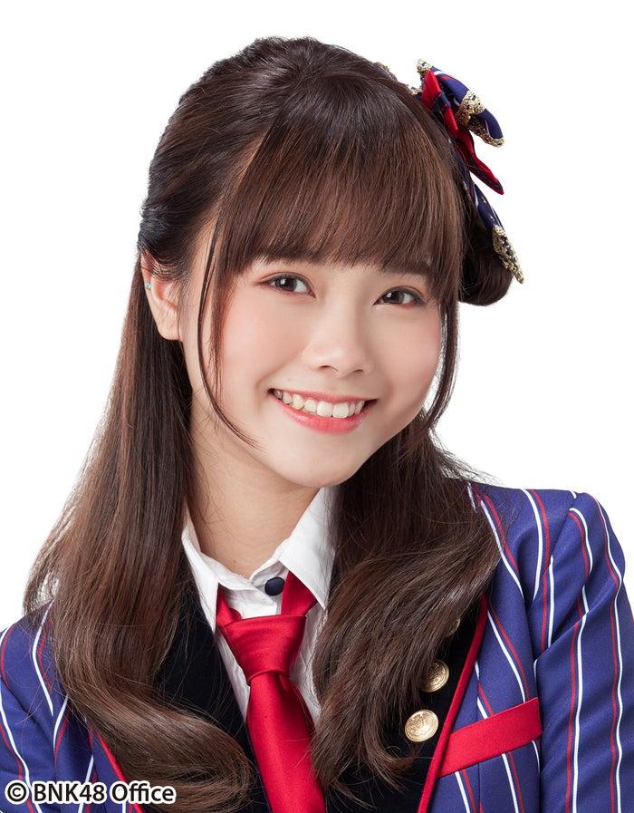 BNK48 Team BIIIのMUSIC/PRAEWA SUTHAMPHONG/ミュージック(C)BNK48 OFFICE
