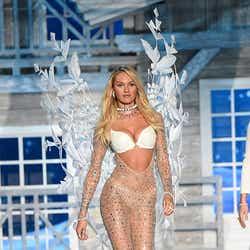 「Victoria's Secret Fashion Show 2015」に登場したキャンディス・スワンポール/photo:GettyImages