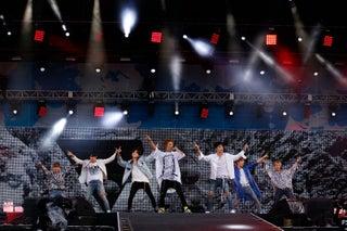 iKON、寿司パワーで絶好調 2年連続「a-nation」で進化見せる<セットリスト>