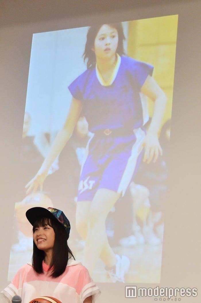 バスケに打ち込む小学生当時の広瀬アリス