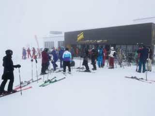 スイスのスキーリゾートで変異種、ディズニーパリ閉鎖継続