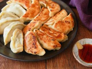 「餃子の皮」を手作りすれば、モチッモチな激ウマ餃子が完成!5つのポイントをレシピ付きで解説