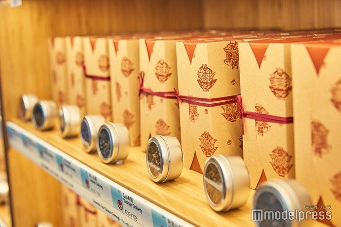 日本では見たことのないような茶葉もたくさん(C)モデルプレス