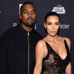 モデルプレス - キム・カーダシアン&カニエ・ウェスト夫妻、代理母出産で第3子 名前も公表