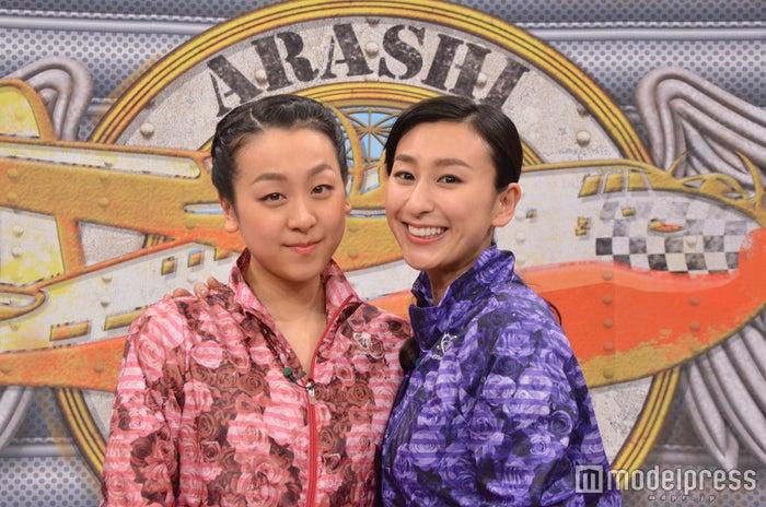 (左から)浅田真央・舞姉妹が2人だけでバラエティ番組に初登場(C)日本テレビ