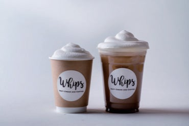 Whipsラテ(Hot/Iced)¥550/画像提供:ソルト・コンソーシアム