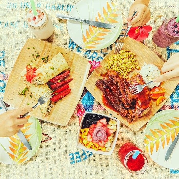 サイパン伝統のチャモロ料理をアレンジしたメニューや、スーパーフードを用いたヘルシーな料理が人気<br> (C)マリアナ政府観光局/MVA