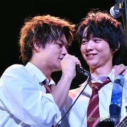 佐野勇斗&鈴木仁の急接近に歓声 「小さな恋のうたバンド」ライブで沸かす