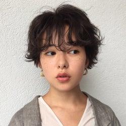 【長さ別】くせ毛を生かしたおしゃれヘア6選|コンプレックスが長所に!