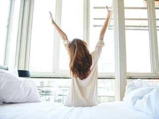 立ったまま・寝たまま20秒!簡単に痩せ体質が手に入る「骨盤体操」