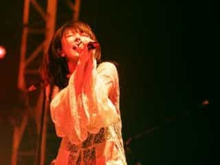 10月17日開催、aikoオンラインライブ「Love Like Rock〜別枠ちゃんvol.2〜」のオフィシャルライブレポートが到着!