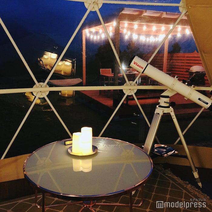 テント内に天体望遠鏡が(C)ビューティーガール