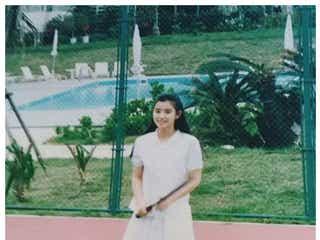 石田ゆり子「二十歳くらいの私」変わらぬ姿に反響 妹・石田ひかりも反応