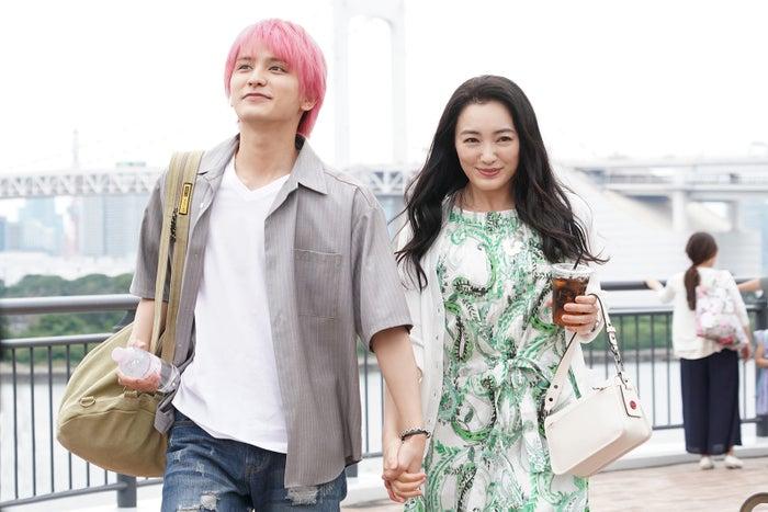 瀬戸利樹・仲間由紀恵/「偽装不倫」第5話より(C)日本テレビ