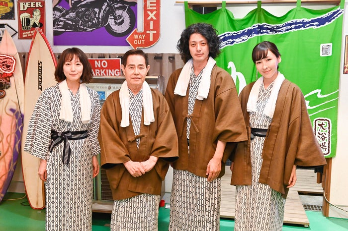 (左から)吉岡里帆、加藤茶、オダギリジョー、麻生久美子(C)テレビ朝日