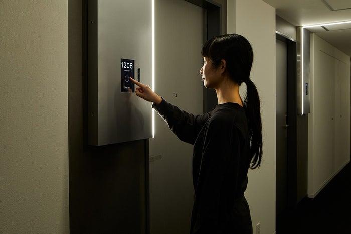 ルームキーの代わりに顔認証システムで入室が可能/画像提供:三井不動産