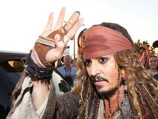 【話題】ディズニー「カリブの海賊」に乗ったらまさかのジョニー・デップ本人登場
