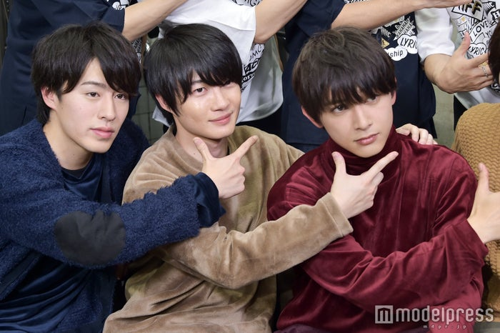 衣装が色違いのおそろい風 富田健太郎、神木隆之介、吉沢亮 (C)モデルプレス