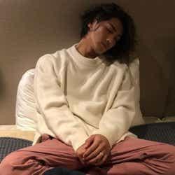 モデルプレス - 赤西仁、貴重な寝顔ショットに反響「可愛すぎる」左手薬指の指輪にも注目集まる