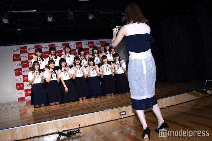 プロデューサー自ら記念撮影(C)モデルプレス