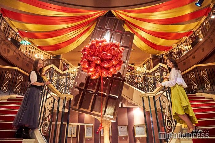 独り占めしたい!大きな板チョコレートのオブジェがお出迎え(C)モデルプレス