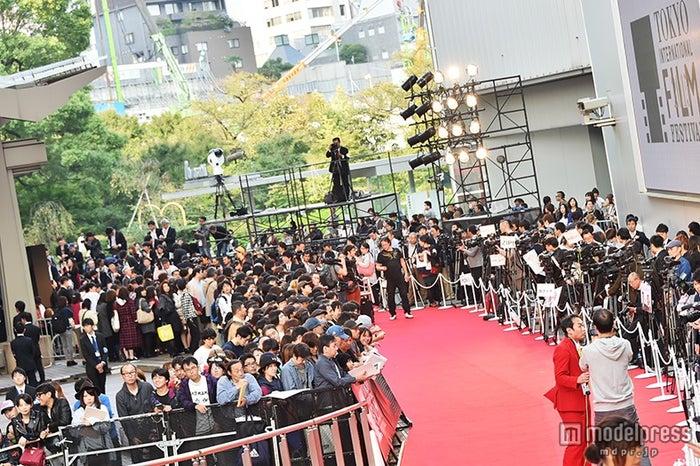 「第28回東京国際映画祭」レッドカーペット会場の様子