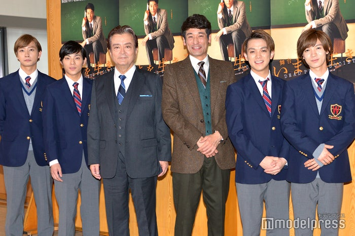 (左から)中村海人、永田崇人、大和田伸也、佐藤隆太、宮近海斗、七五三掛龍也(C)モデルプレス