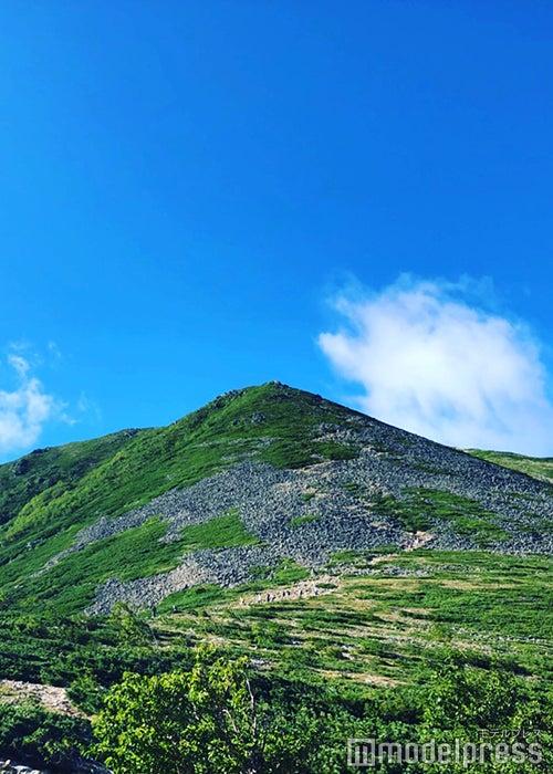 常念乗越から見える頂上手前のピーク(C)ビューティーガール