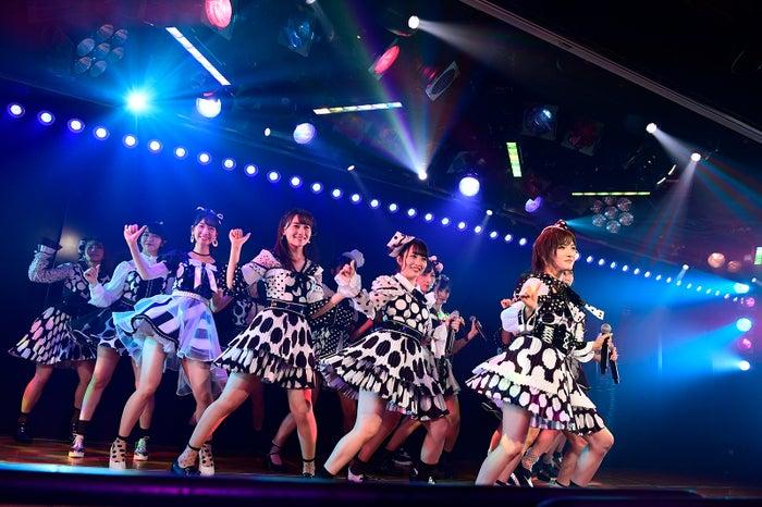 「AKB48劇場13周年特別記念公演」夜公演より(C)AKS