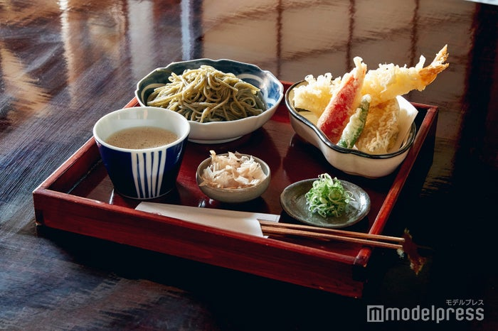 ランチ人気No.1の天ぷら盛りセット。(C)モデルプレス