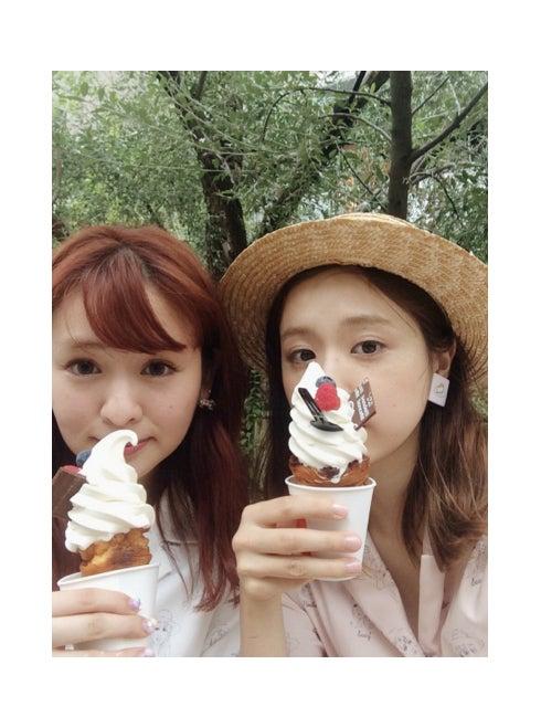 AMO(右)、Berryz工房・菅谷梨沙子とランチで「すごい奇跡」AMOオフィシャルブログ(Ameba)より