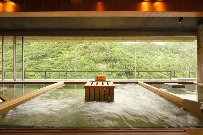 10階にある「展望ひのき癒しの湯」からは、四季折々の絶景が楽しめる/画像提供:ホテル華の湯