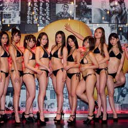 モデルプレス - テラハのSEXYヒロイン小瀬田麻由も登場 「週プレ酒BAR」人気ママ21人、圧巻のビキニ姿でズラリ