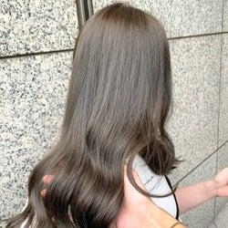 《アッシュ×暗め》のヘアカラーまとめ!抜け感を楽しむ大人女子向けの髪色♪