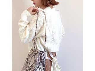 秋冬コーデには「ちょい派手バッグ」がちょうどいい!おしゃれに格上げする合わせ方