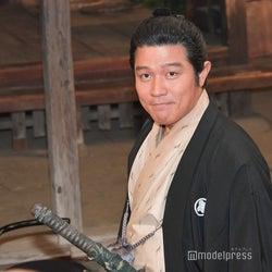 鈴木亮平 (C)モデルプレス