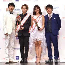 (左から)石田明、一光希さん、西脇萌さん、井上裕介(C)モデルプレス