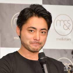 """モデルプレス - """"一言も喋らず""""山田孝之、謎の生放送番組が話題席巻「とても1人では抱えきれない内容」「70分間カオス」"""