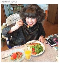 黒柳徹子インスタのプラベ写真に「可愛い」「若い」驚きの声 デコケータイ&宝物を披露